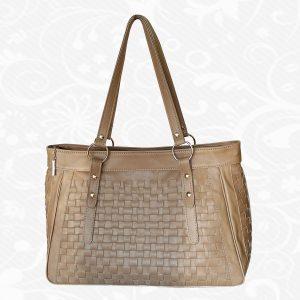 Atraktívna tkaná kožená kabelka v hnedej farbe. Prinášame Vám novú kolekciu krásnych pletených výrobkov z pravej prírodnej kože