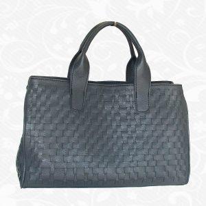 Ručne pletená kožená kabelka v čiernej farbe. Pletené kožené výrobky sú elegantné kožené umelecké diela ktoré nájdete len u nás