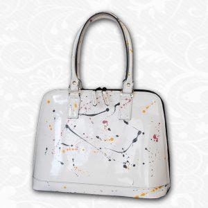 Maľovaná kožená kabelka. Umelecká maľba na pravú kožu produkuje vynikajúci a prekrásny model maľovanej luxusnej kabelky,ktorá je zároveň originálnym dielom.