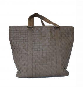 luxusna-pletena-kozena-kabelka-c-8633-v-sedej-farbe-1