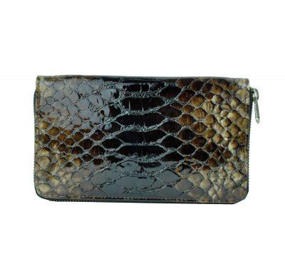 kožené peňaženky sú vyrábané z prvotriednej kože dovážanej z Talianska. V našej ponuke sa nachádzajú dámske kožené peňaženky, pánske kožené peňaženky a unisex kožené peňaženky (1)