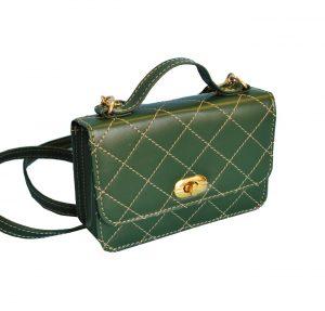 Dámska štýlová kabelka crossbody. Hodí sa nielen na prechádzku mestom, ale aj na párty či do spoločnosti. Kožené kabelky sú praktické a krásne módne doplnky