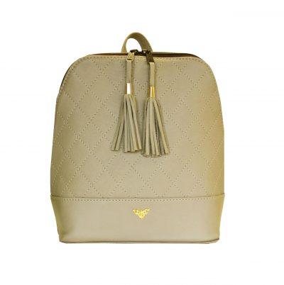 Štýlový dámsky kožený ruksak je vyrobený z pravej kože, je tým odolný a lepšie odoláva vlhkosti. Do ruksaku zmestíte všetky svoje potrebné veci. (1)