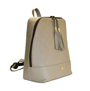 Štýlový dámsky kožený ruksak je vyrobený z pravej kože, je tým odolný a lepšie odoláva vlhkosti. Do ruksaku zmestíte všetky svoje potrebné veci. (2)