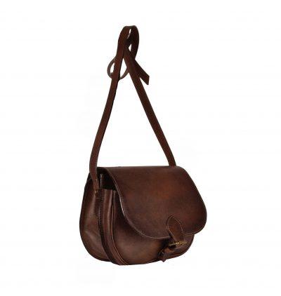 Unikátna Kožená kabelka je vyrobená z prírodnej triesločinenej usne z ručným natieraním a následným tieňovaním krajov.Následné je ošetrená priehľadným lakom (2)
