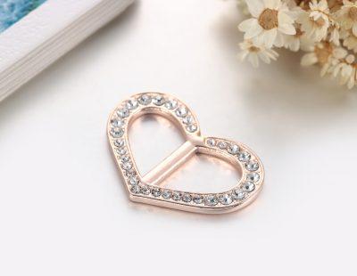 Šperk na šatku v tvare srdiečka v zlatej farbe (3)