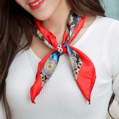 Dámska ozdoba v tvare ružových kvetín, šperk na šatku alebo šál (2)
