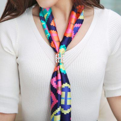 Dámsky šperk na šatku alebo šál s imitáciou periel (4)