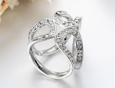 Elegantný kruhový šperk pre šatku alebo šál v striebornej farbe (2)