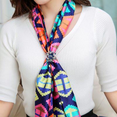 Prekrásna ozdoba na šatku alebo šál v tvare modrého kvetu (4)