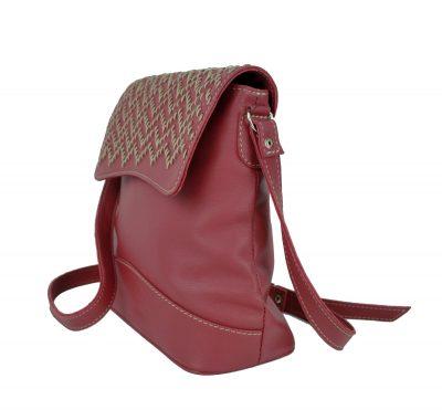 Ručne vyšívaná kožená kabelka v bordovej farbe (3)