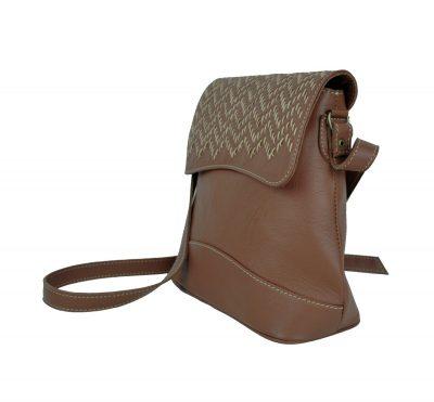 Ručne vyšívaná kožená kabelka v hnedej farbe (3)