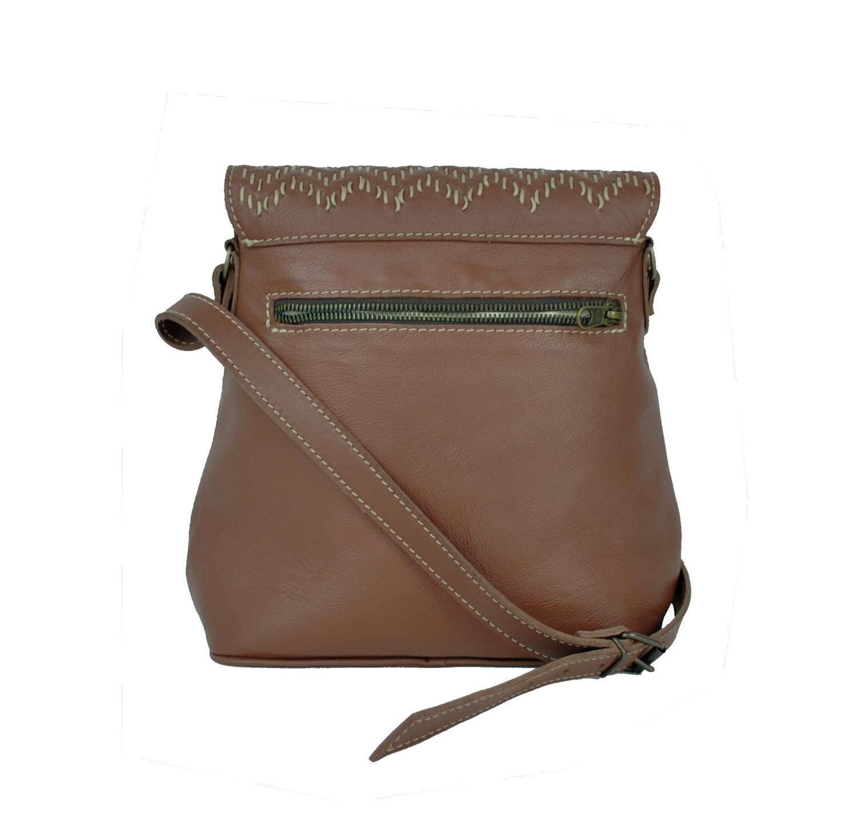 80c81a2cad Ručne vyšívaná kožená kabelka v hnedej farbe. Módný a unikátny model