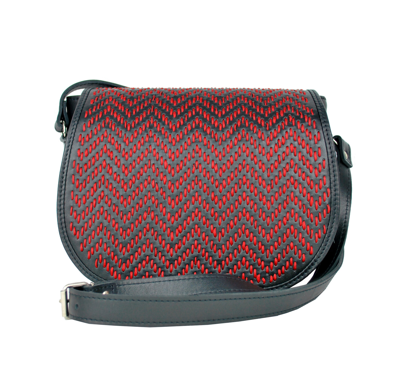 Lovecká kabelka ručne vyšívaná z pravej kože - červené vyšívanie (2) d0710fb6065