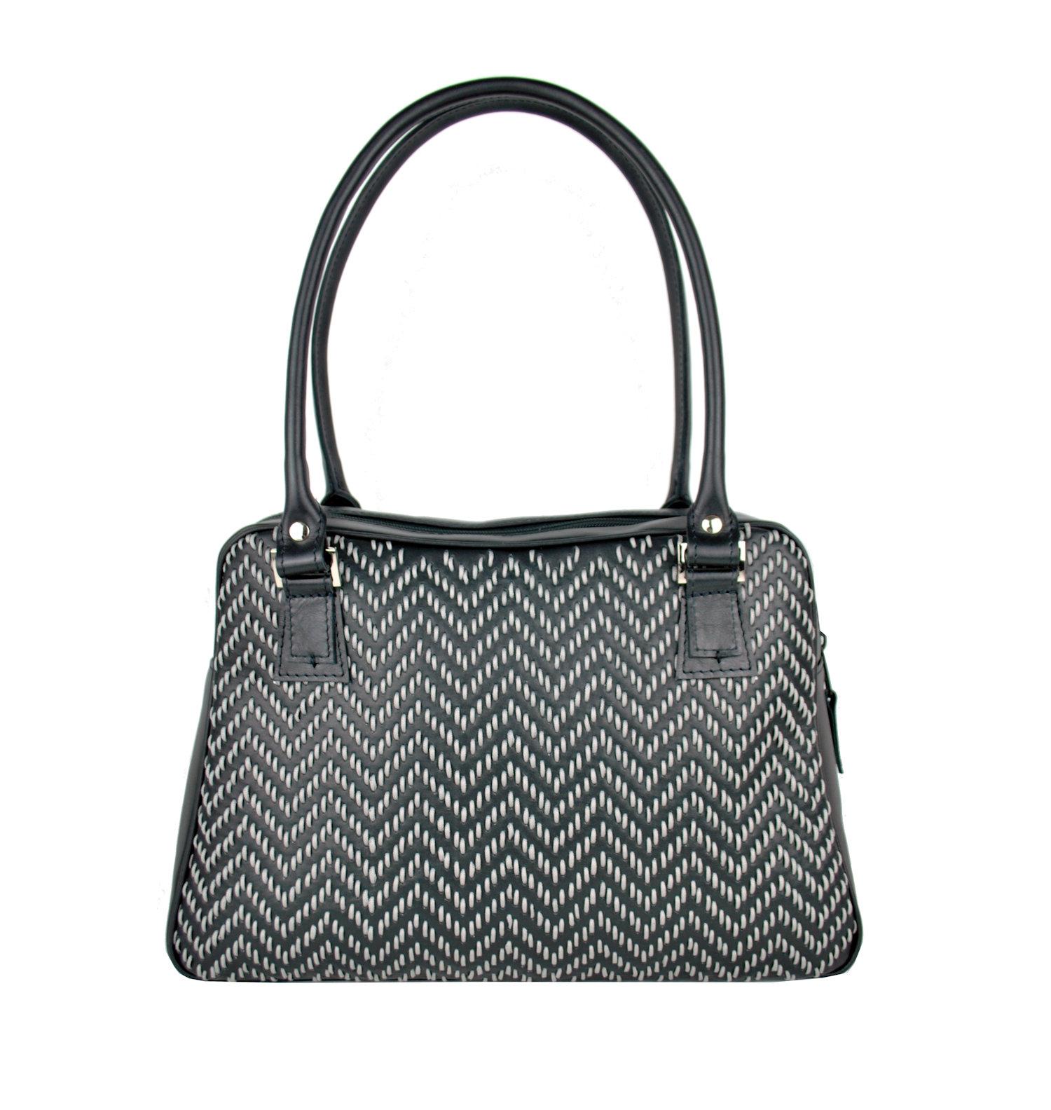 37670a7ceb Ručne vyšívaná kabelka z pravej kože v čiernej farbe - šedé vyšívanie