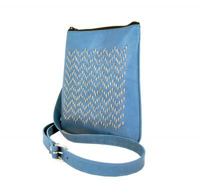 Ručne vyšívaná kabelka z pravej kože v modrej farbe (3)
