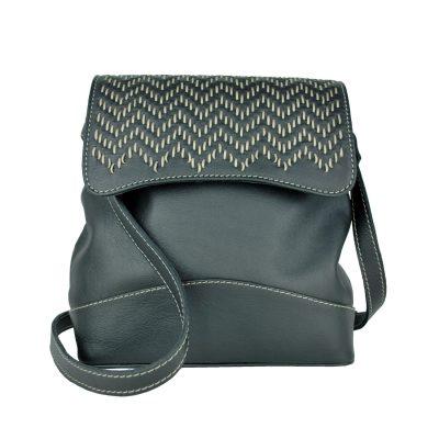 Ručne vyšívaná kožená kabelka v čiernej farbe s béžovým prešívaním (1)