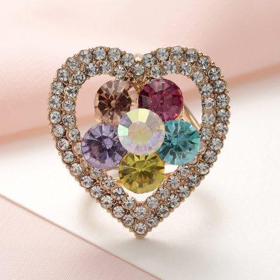 Krásny ozdobný šperk na šatku v tvare kryštálového srdiečka (1)