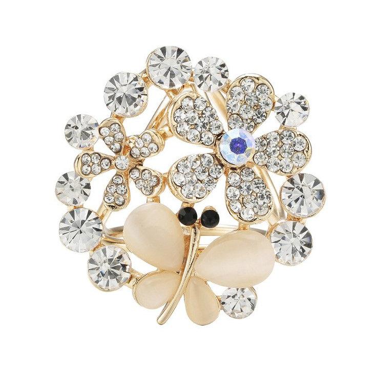 Krásny ozdobný šperk na šatku v tvare zlatého kryštálového motýľa