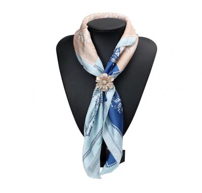 Luxusný trojprstenec pre šatky v tvare ligotavej kvetiny v zlatej farbe (2)