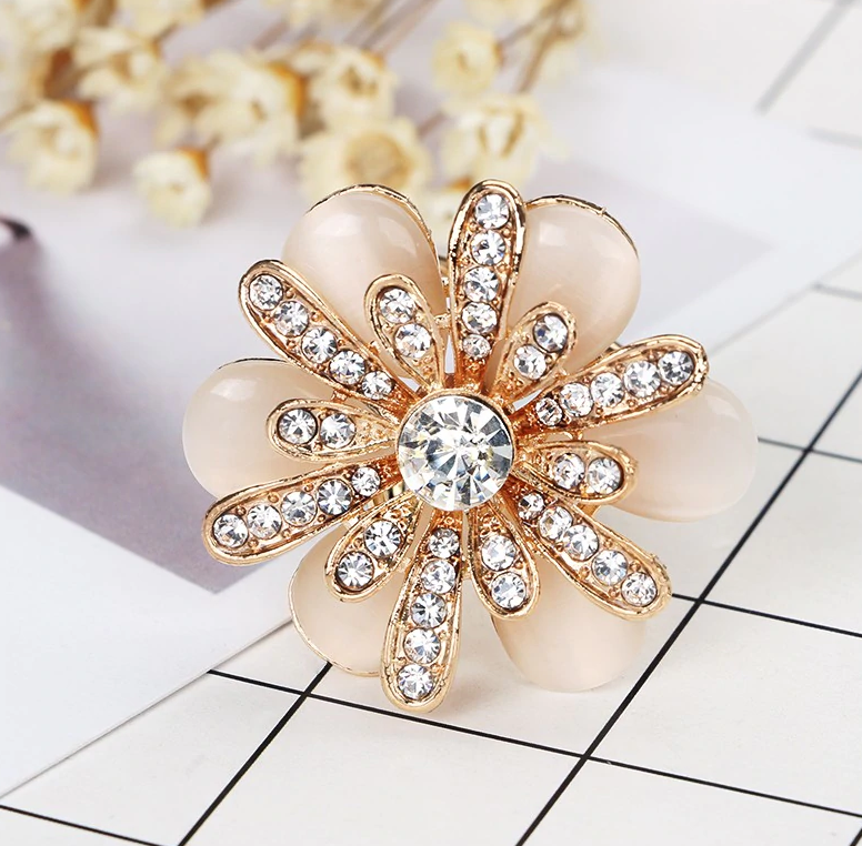 b37f45b8d Luxusný trojprstenec pre šatky v tvare ligotavej kvetiny v zlatej farbe