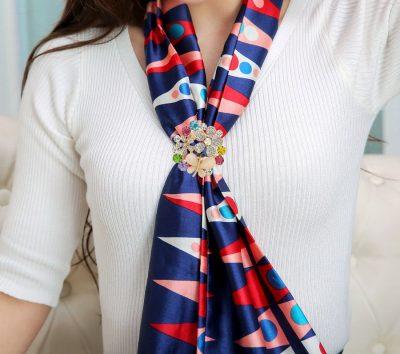 Ozdobný šperk na šatku v tvare kryštálového motýľa (2)