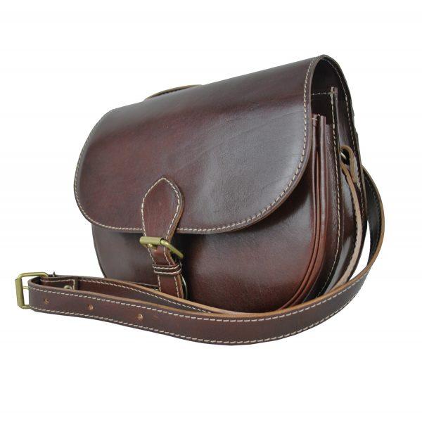 Lovecká kožená kabelka v hnedej farbe vyrobená z prírodnej kože.
