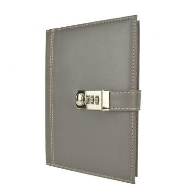 Kožený zápisník XXL z prírodnej kože s číselným zámkom v šedej farbe,