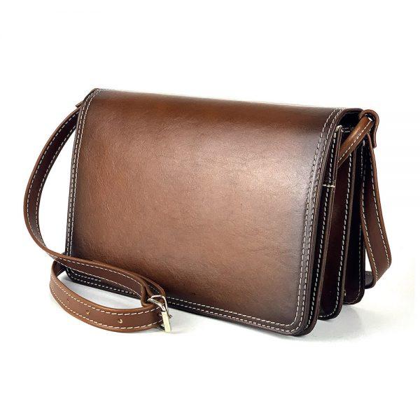 Crossbody kožená kabelka, ručne tieňovaná, svetlo hnedá, uzatváranie - magnet.